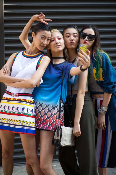 Smartphone Love group selfie