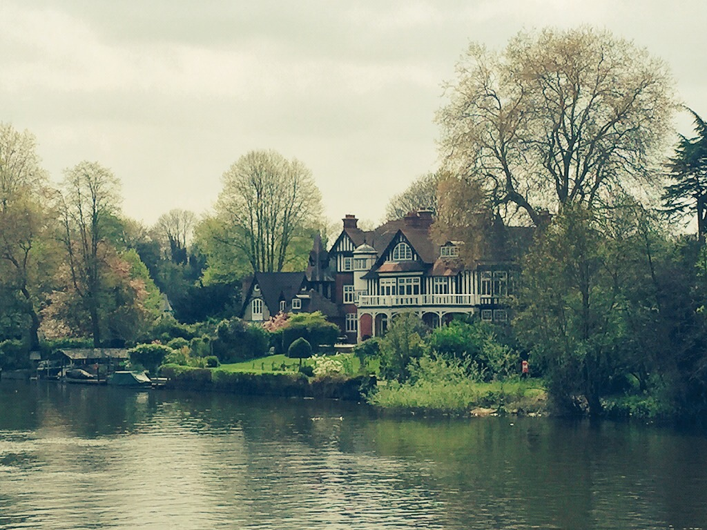 Jen's neighbourhood is gorgeous, especially since the Thames runs through it.