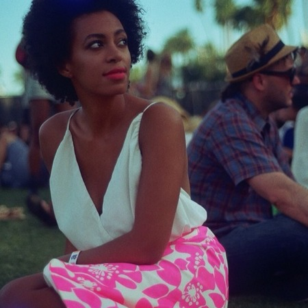 solange-coachella-2014-best-dressed-festival-fashion-handbag.png