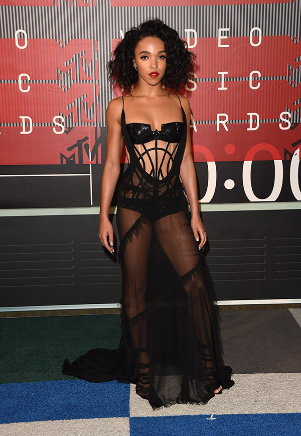 FKA Twigs VMAs 2015 Miley Cyrus Nicki Minaj Style Domination Fashion Blogger
