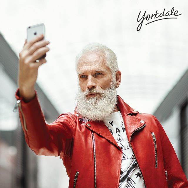 Fashion Santa Selfie