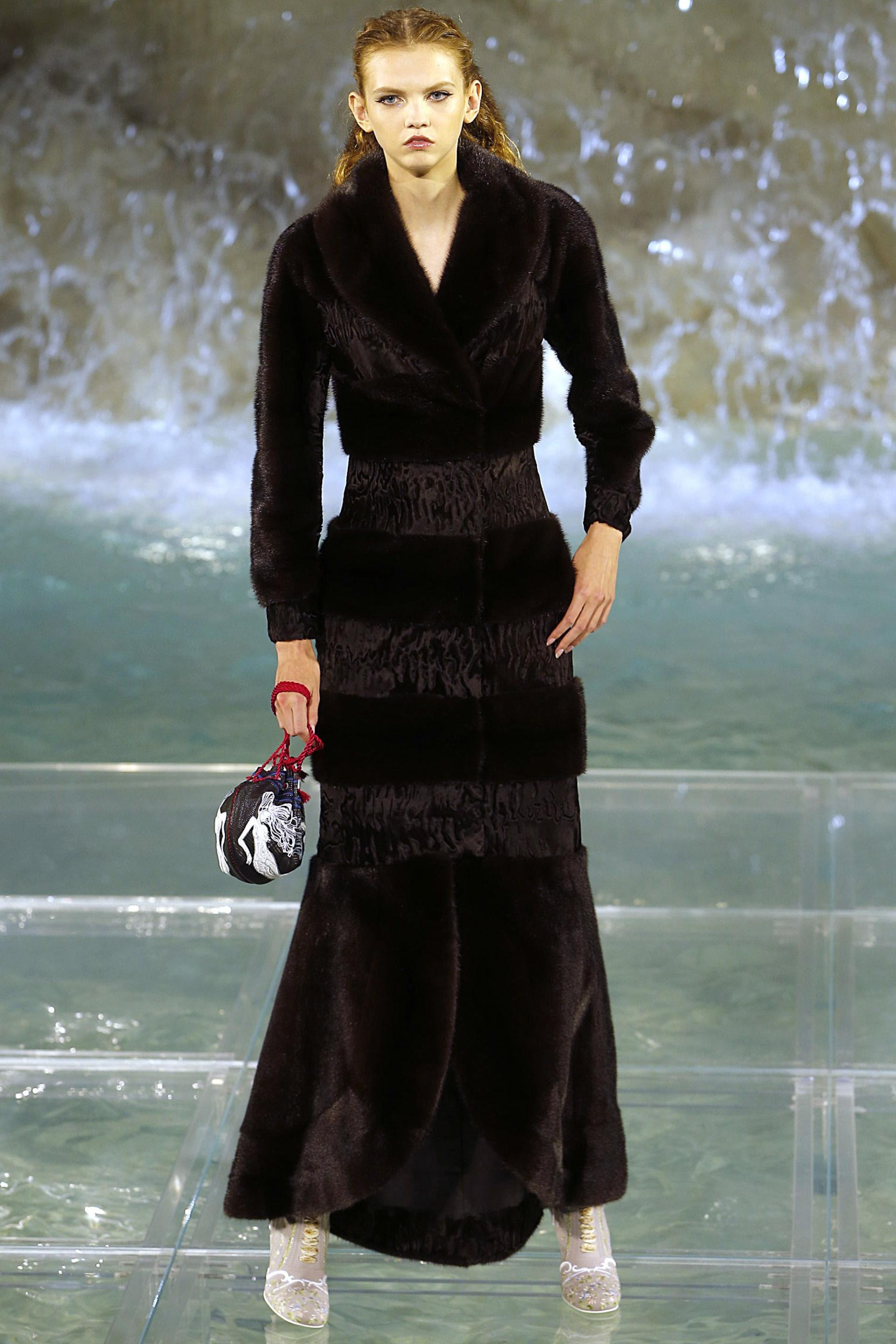 Fendi Fall 2016 - The Prettiest Runway Show You'll Ever See