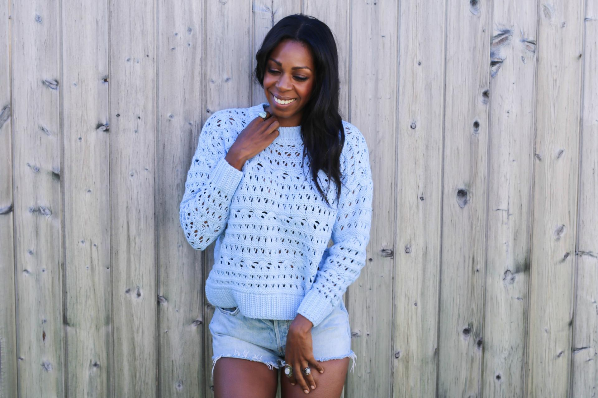 Blue cropped sweaters with Levi's shorts