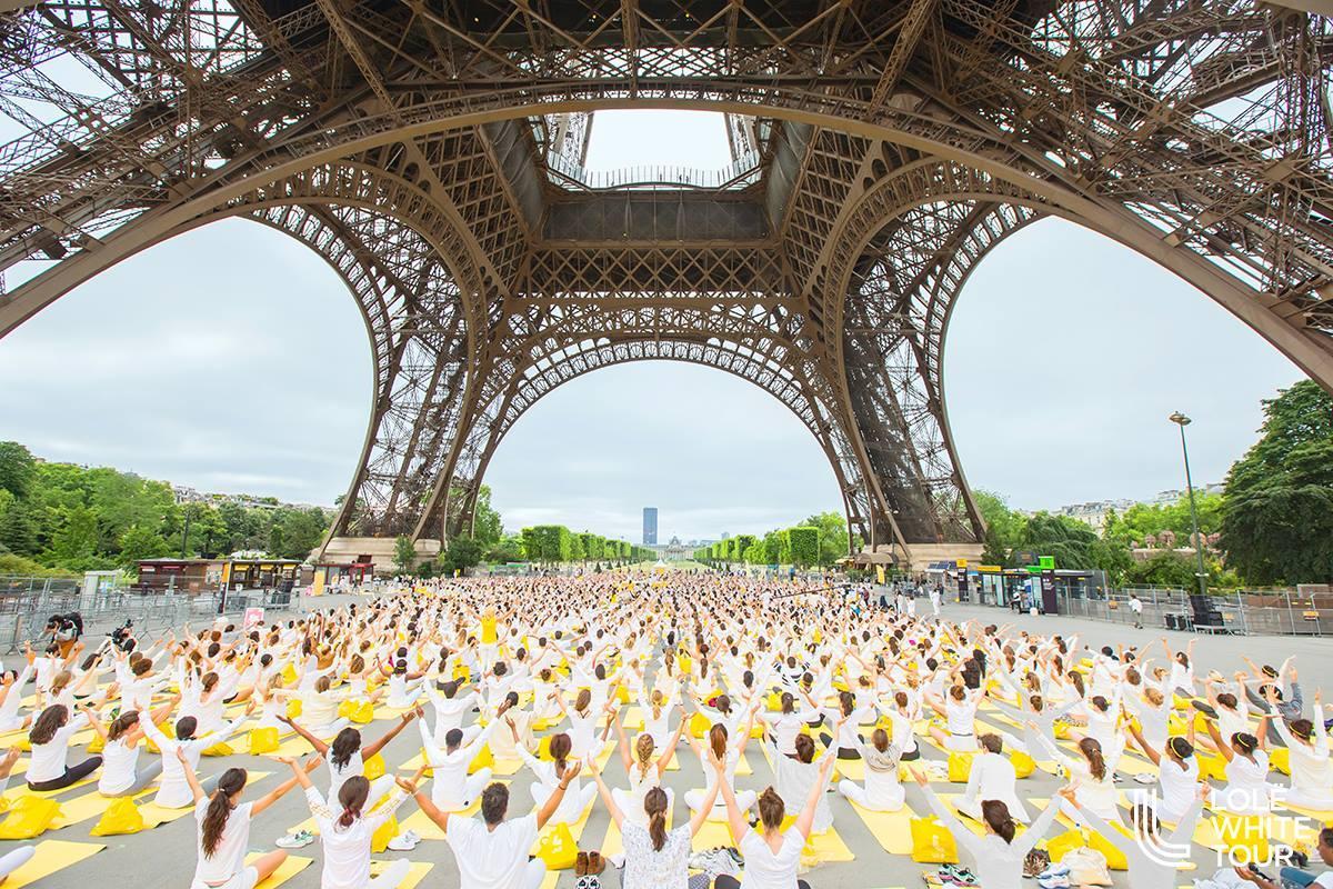 Lolë Paris White Tour