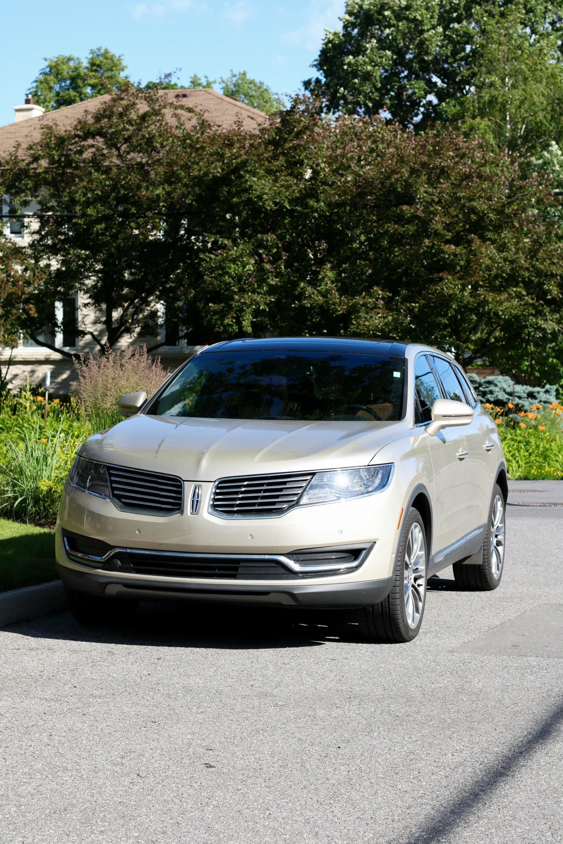 The Lincoln MKX is one smooth ride!! Read on for my full review!