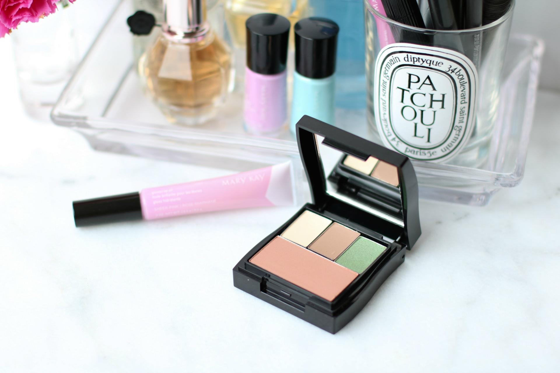 Mary Kay's collection of summer makeup is so pretty and cute - you gotta try them NOW!