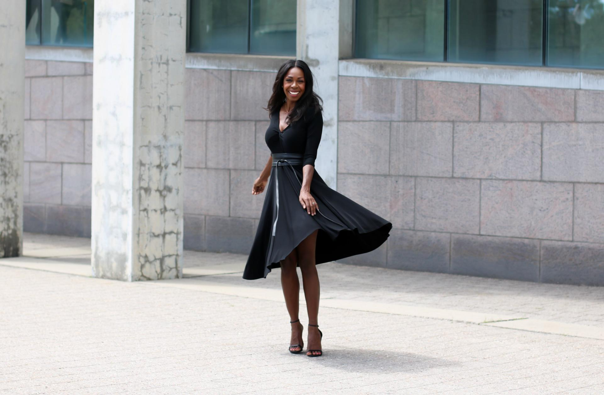 Looking for some cinq à sept style inspiration? Sympli has you covered. Read the post to see how I styled the Sympli Timeless Dress for cocktail hour!
