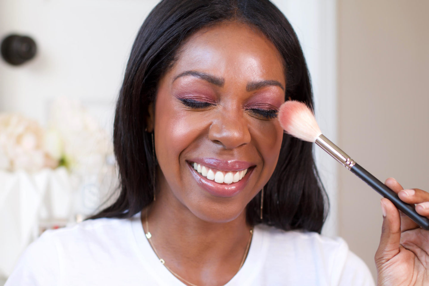 Dominique Baker applying Charlotte Tilbury Lovegasm palette with makeup brush
