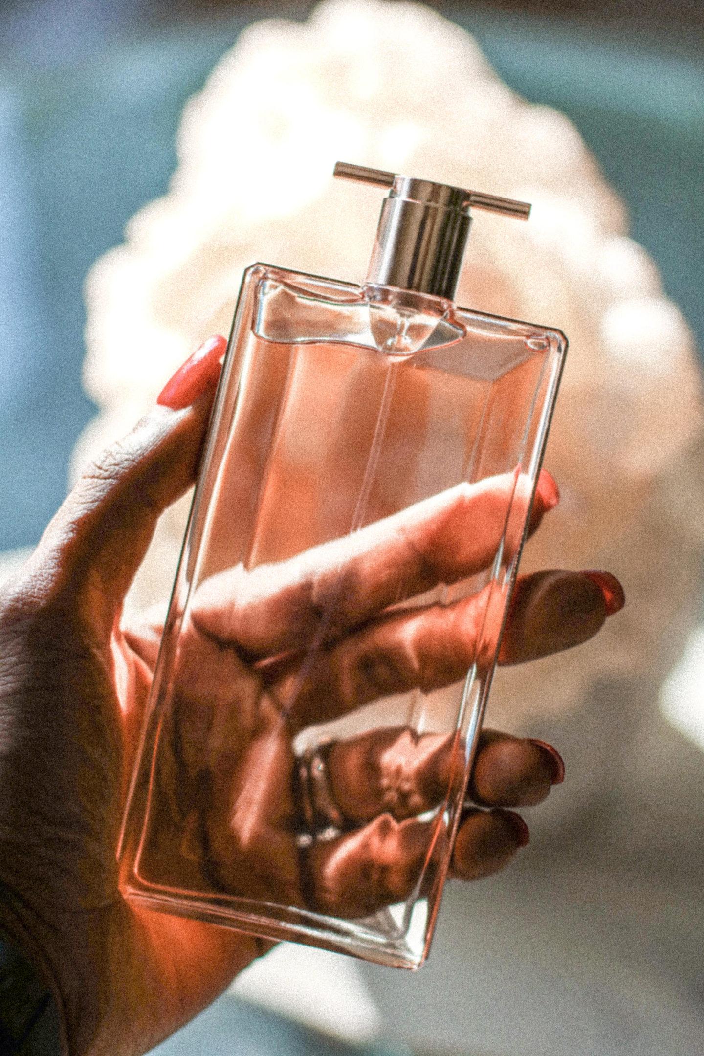 Dominique Baker Holding Lancôme Idole Eau De Parfum